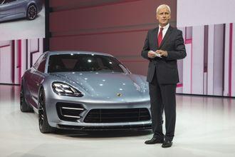 Volkswagen-sjef Matthias Müller under lanseringen av Porsche Panamera plug-in hybrid.
