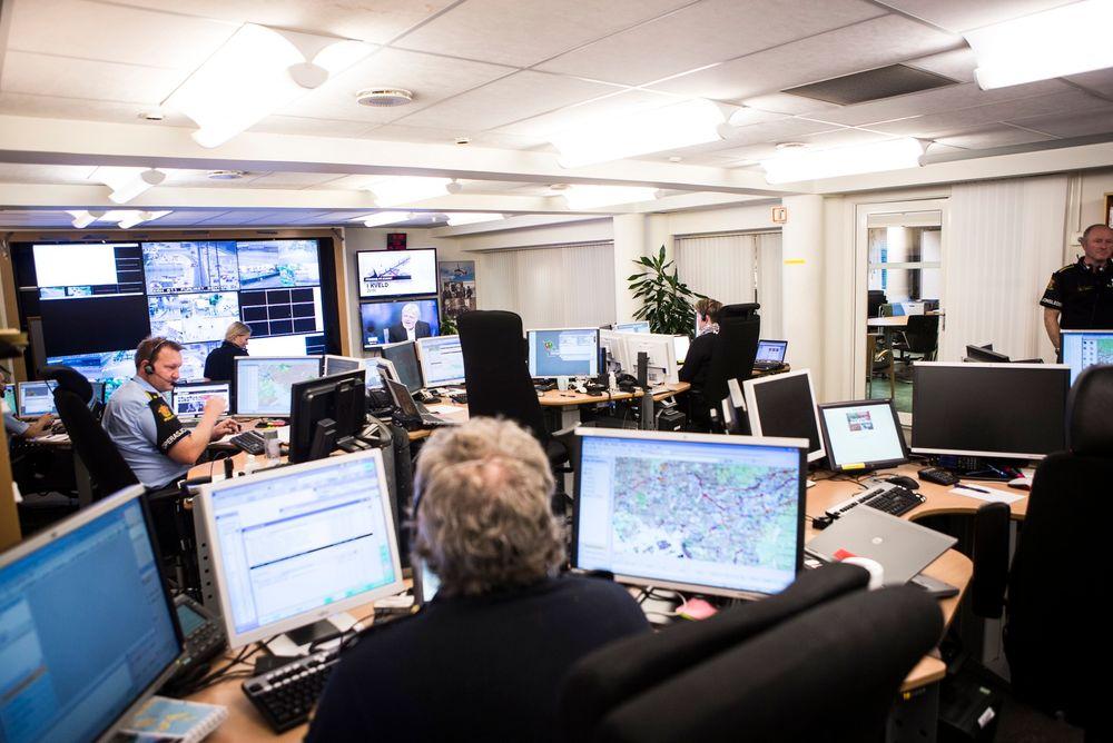 SAMARBEID: Politiets nye it-plattform åpner for langt mer samarbeid og utveksling av informasjon på tvers av politidistriktene, som tilgang til kart, logg og flåtestyring. Her fra Operasjonssentralen i Oslo.