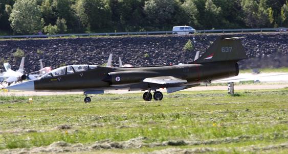 Denne CF-104 Starfighteren er i ferd med å bli restaurert i Norge og ble vist for offentligheten for første gang under Bodø Air Show. Flyet har ennå ikke tillatelse til å fly, så publikum måtte nøye seg med en oppstart til takeoff-hastighet.
