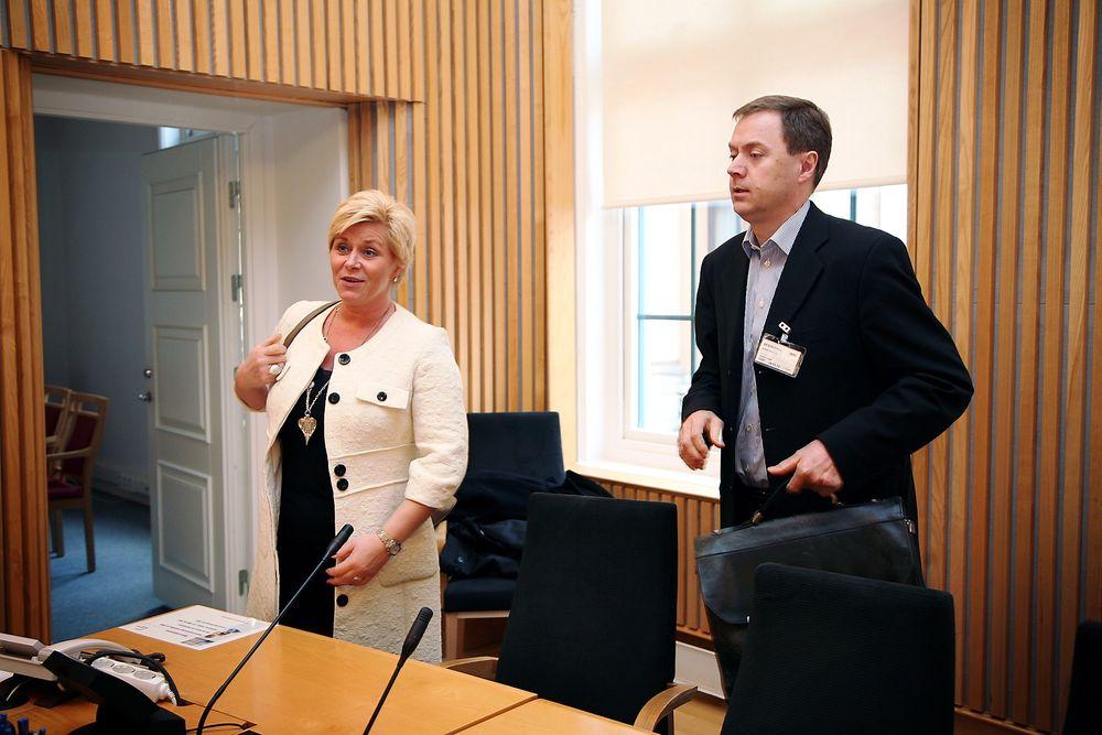 Seminar om realfagskrisen, Stortinget. Arrangør: FrP. Til venstre Knut Sunde, næringspolitisk direktør i Norsk Industri. Til høyre FrP-leder Siv Jensen.