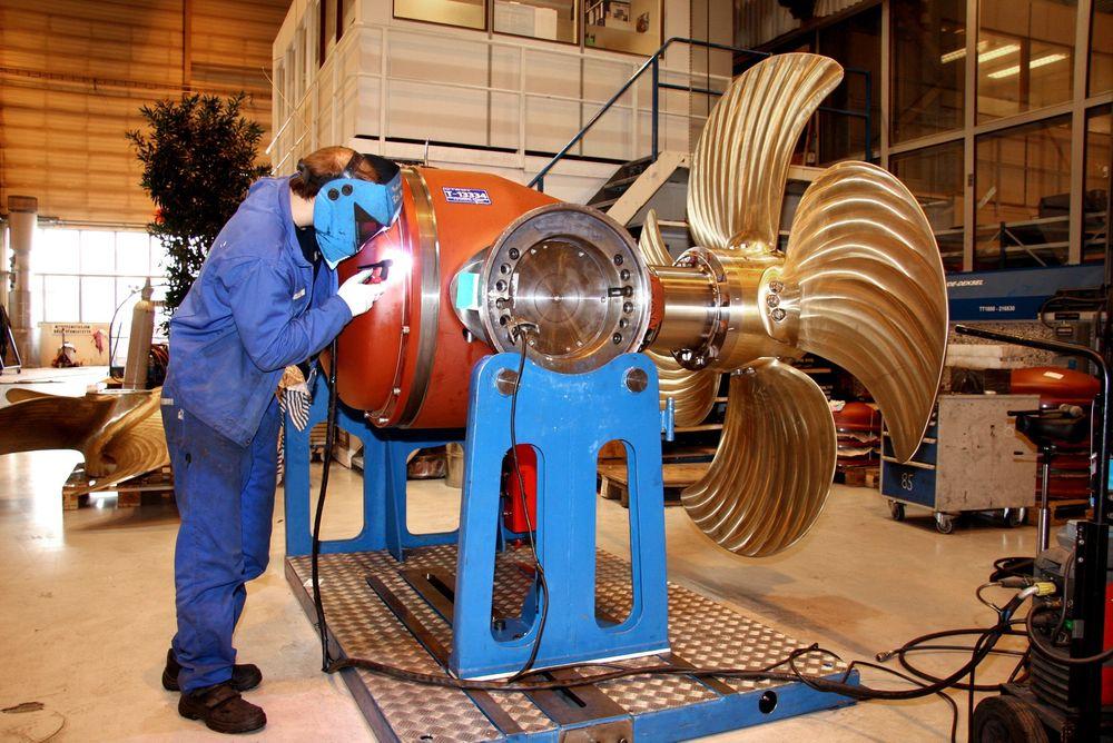 STØTTE: Norske eksporbedrifter trenger både lån og garantier for å eksportere sine produkter. Rammene økes i 2013. Bildet er fra Rolls-Royce i Ulsteinvik.