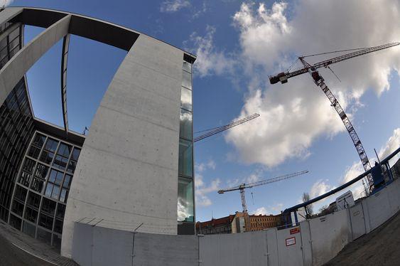 MITTE: Byggeplassen ved Marie-Elisabeth-Lüders-Haus. Foto: Fredrik Drevon