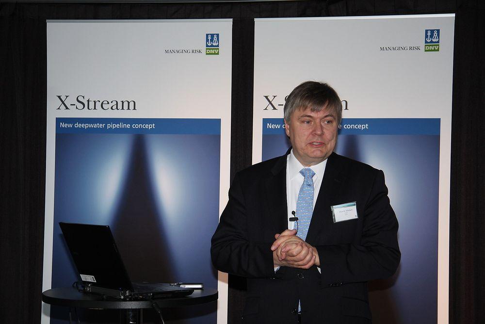 TREDELER: Henrik O. Madsen skal fortsatt være toppsjef for alle 10.000 DNV-ansatte, men nå som leder av DNV Group.
