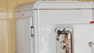 DETTE må vel være Norges eldste kjøleskap?