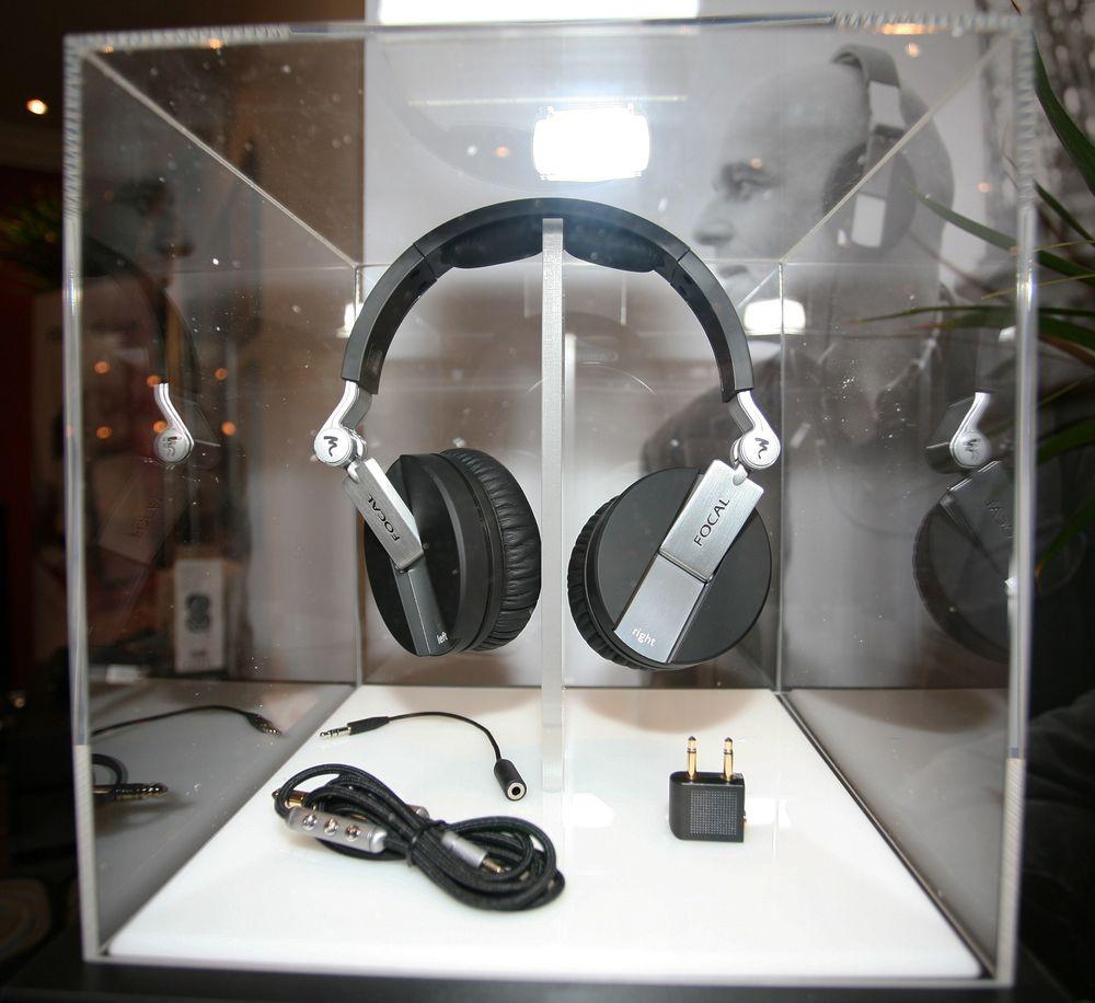 MINIMAL LYDLEKKASJE: Franske Focal. som er mest kjent for høyttalere, lager nå hodetelefoner. Deres første modell heter Spirit One. Disse dekker ørene, for å lekke minst mulig lyd. Vekten på 225 gram er tilpasset folk på farta. Forventet pris i Norge: Ca 2500 kroner.