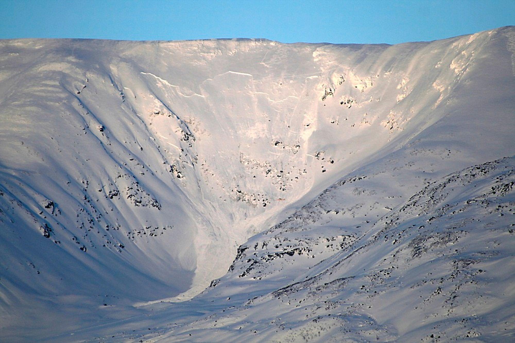 Fjellsiden på Sorbmegaisa-fjellet hvor et snøskred mandag begravet en fransk og fem sveitsiske turister. Fem av de seks omkom.