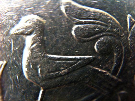 KUNST: Fuglen på et kronestykk fotografert fra 1 cm avstand. Foto: Fredrik Drevon