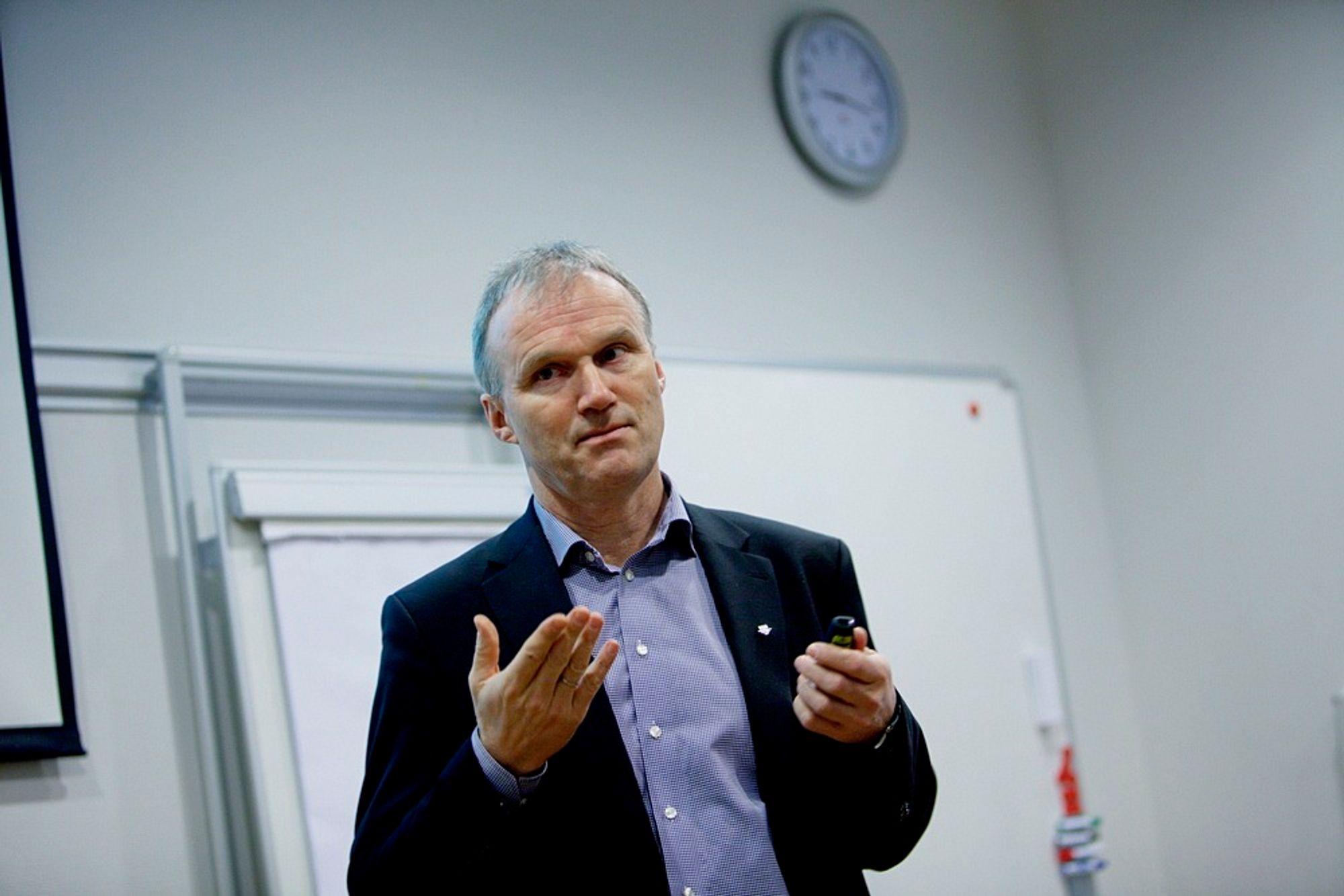 TRENGER FORNYELSE: Konsernsjef Geir Isaksen i NSB mener regjeringen ikke kommer til å nå målet om at kollektivtrafikken skal spise befolkningsveksten i Stor-Oslo. Bildet ble tatt under resultatpresentasjonen i februar.