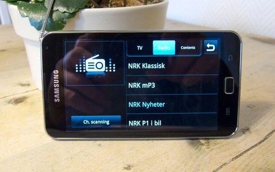 DIGITAL RADIO: Samsung Galaxy S er også en DAB/DAB+-radio og kan ta inn alle sendingene som er tilgjengelig. Den har også FM-radio, men den har man ikke lyst til å bruke når skurrfri digitalradio er tilgjengelig.