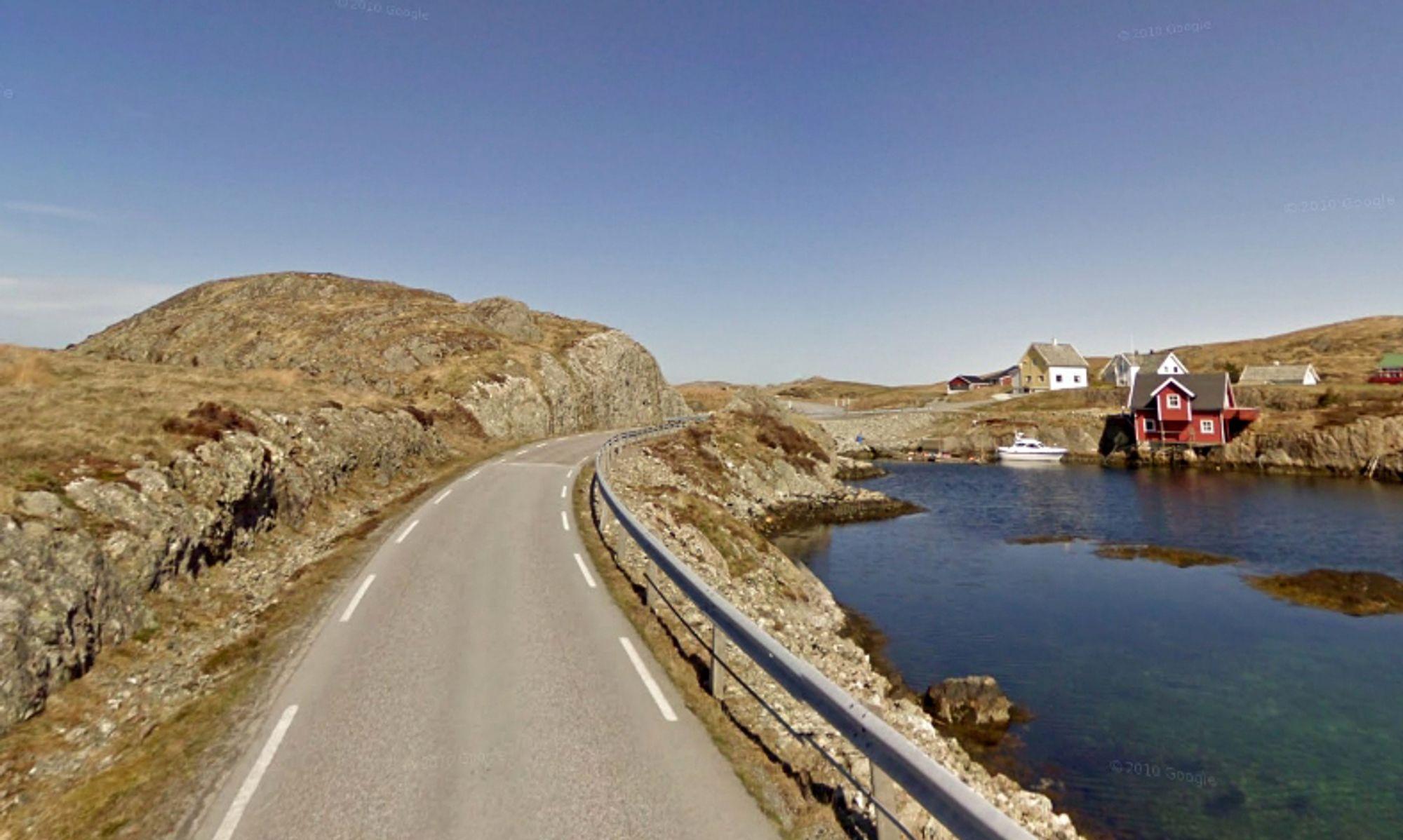 Fylkesveg 365 går gjennom Bulandet helt ytterst mot havet i Askvoll kommune. Tallene fra anbudsåpningen tyder på at Veidekke får driftskontrakten på denne strekningen også i neste periode.