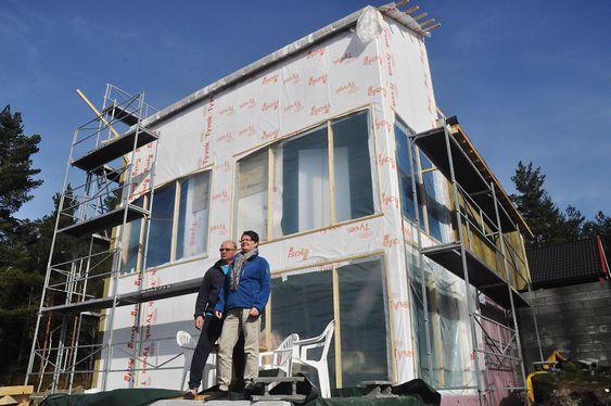 NULLHUS: Martin Østensen og Wenche Nordli bygger Norges første nullhus i Froland.