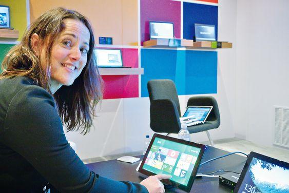 LIKE FØR: I løpet av en måneds tid kan alle laste ned og prøve Windows 8, lover Janelle Poole i Microsoft.