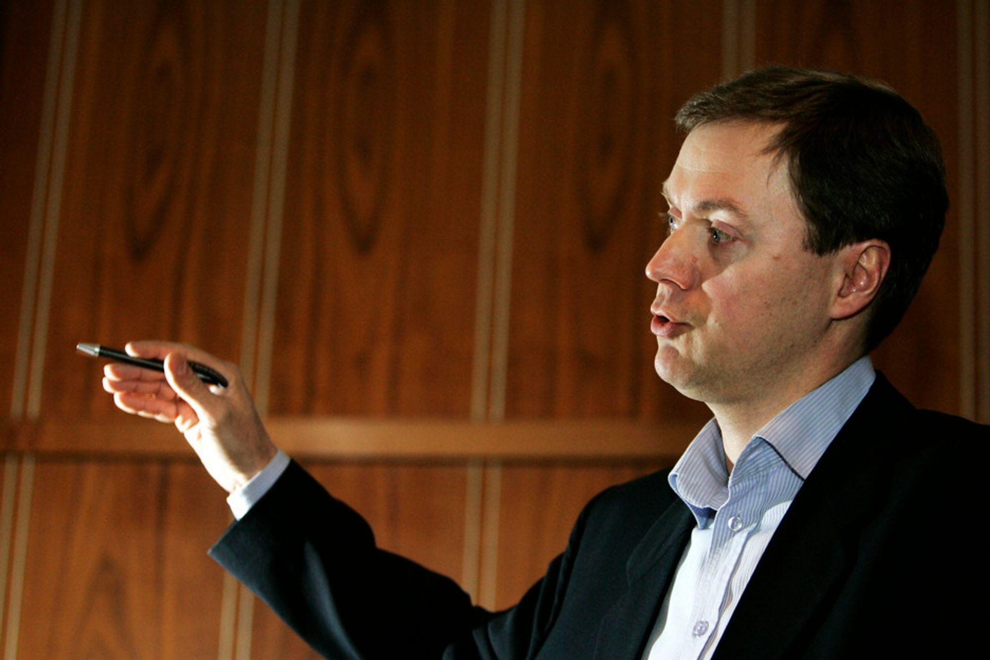 KONKURSER: Norsk Industri-direktør Knut E. Sunde frykter at flere store norske bedrifter skal gå konkurs. Nå krever han nye tiltak fra regjeringen for å støtte industrien.