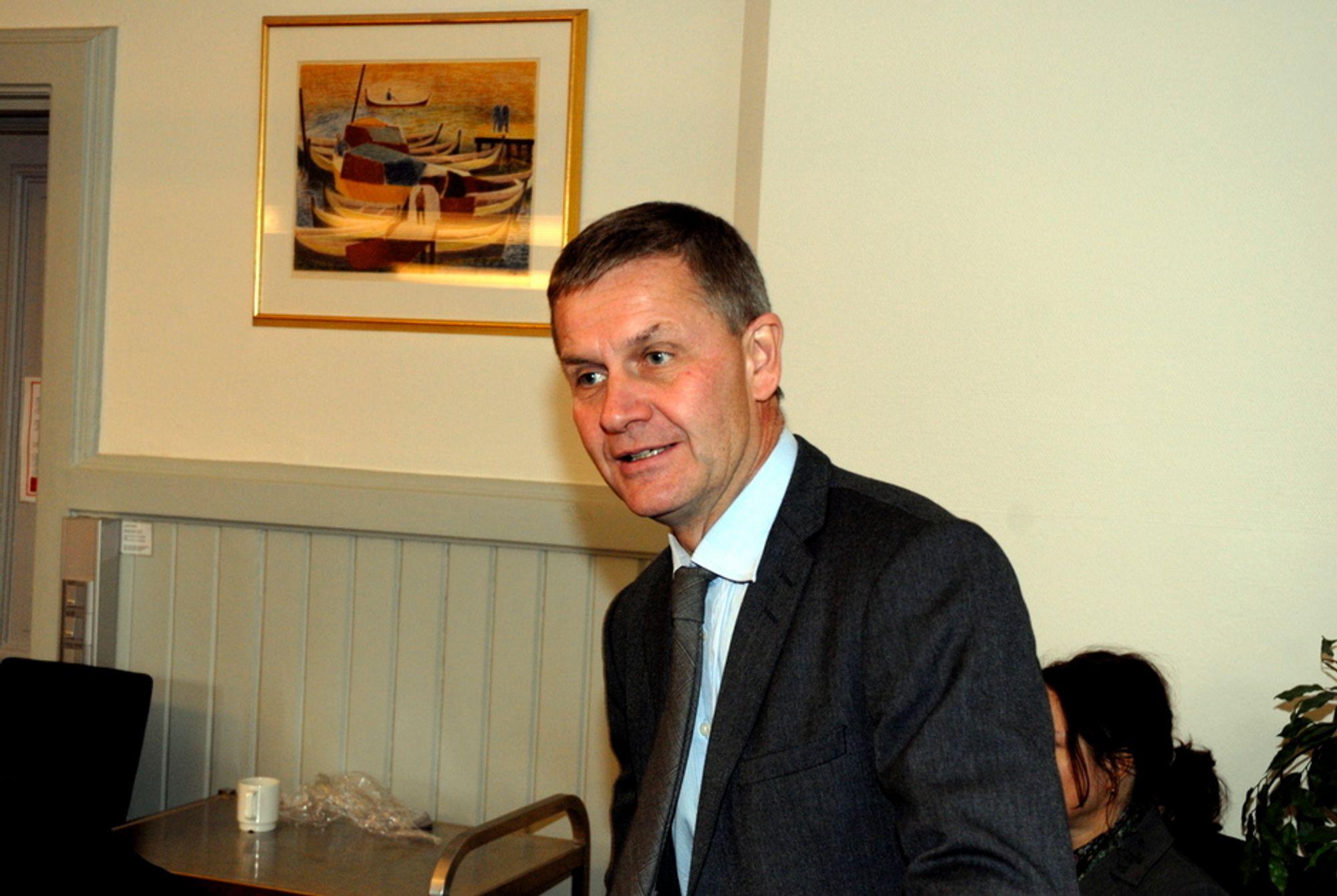 VIL HA DYR STRØM: Miljøvernminister Erik Solheim (SV) vil ha dyrere strøm og mener flere utenlandskabler kan bidra til det.