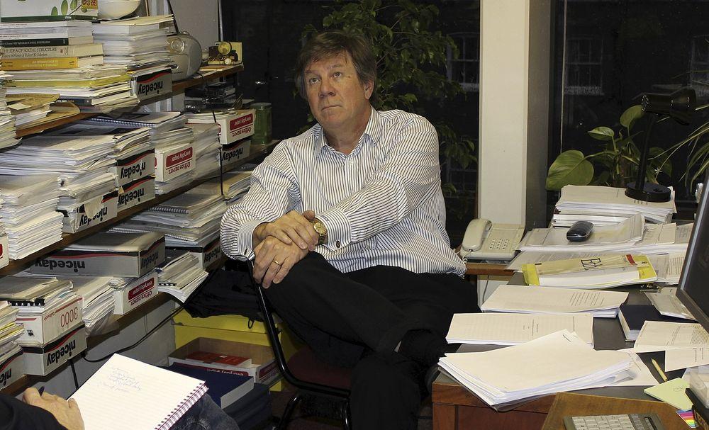 PROVOSERER: Professor Adrian Furnham vet at han provoserer når han sier at teknologer er dårlige ledere. Likevel fyrer han løs: - Verstingene er enkelte IT-folk som overhode ikke skjønner business.