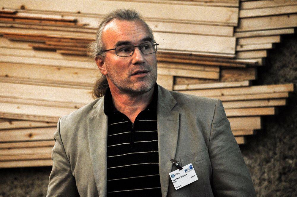 ADVARER: Professor Stein Østerhus advarer mot potensiell legionella-fare i nybygg.