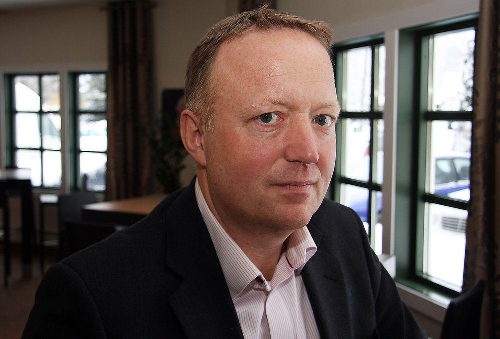 FOR TOG: Utbyggingsdirektør Harald Nikolaisen i Jernbaneverket mener  tog kan konkurrere godt med fly når reisetiden holdes under tre timer totalt.