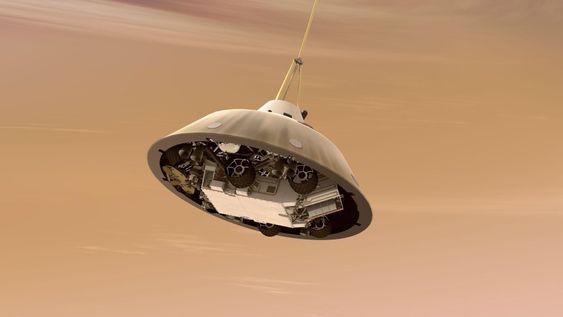 NEDSTIGNING: Etter å ha blitt bremset opp av friksjon mot atmosfæren, bremses farten videre av en fallskjerm mens landingsmodulen sitter beskyttet under atmosfæreskjoldet.