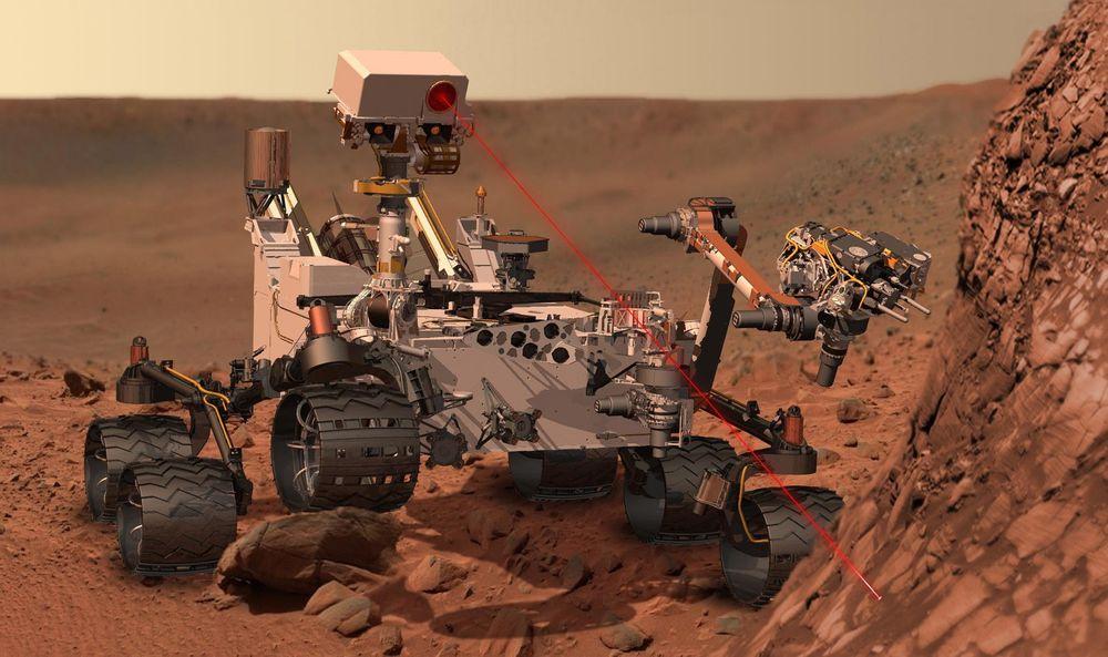 LASERTEST: Curiosity kan fordampe mineraler på avstand med en intens laserpuls og analysere sammensetningen med kameraer.