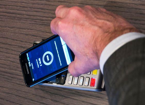 NFC: Det er håp om at NFC kommer i mobiltelefoner i år.