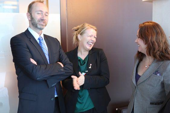 AVVENTER: Hverken Næringsminster Trond Giske eller statssekretær i MD, Heidi Sørensen (t.h.) har vist entusiasme for CCS-anlegg på Svalbard. Foto: Fredrik Drevon