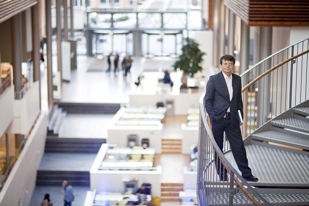 """REVEHIET: Professor Torger Reve omtaler BI-bygget som """"mitt bygg"""". I dag tar han imot et samlet norsk næringsliv for å presentere sitt store prosjekt."""