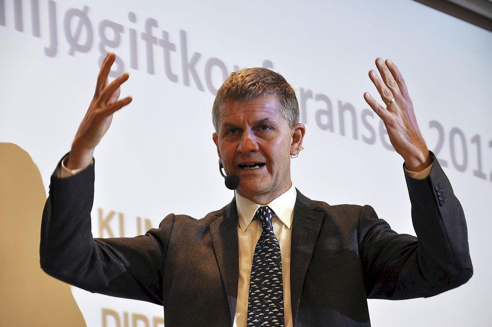 SKYGGEBOKSER: Miljø- og utviklingsminister Erik Solheim sier at Norge bokser over sin egen vektklasse.