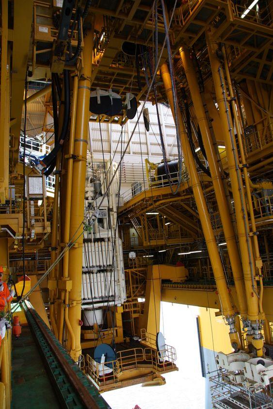 Deepsea Atlantic: Hiv-kompenserende system, skal hindre at riggens bevegelser påvirker borestreng og brønnhode/BOP.