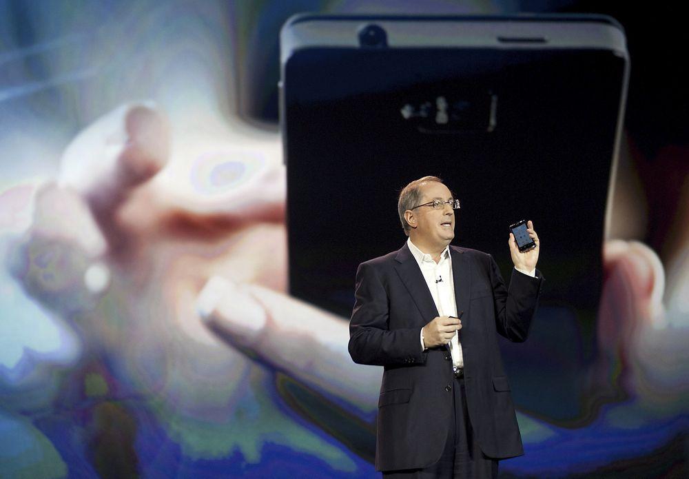NY: Intels toppsjef Paul Otellini presenterer Intels referansedesign for mobiltelefoner, basert på Intels egen Medfield-prosessor.