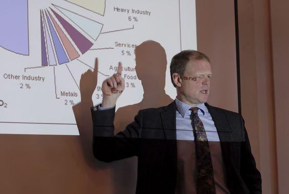Økonomiprofessor Gunnar S. Eskeland ved Norges Handelshøyskole