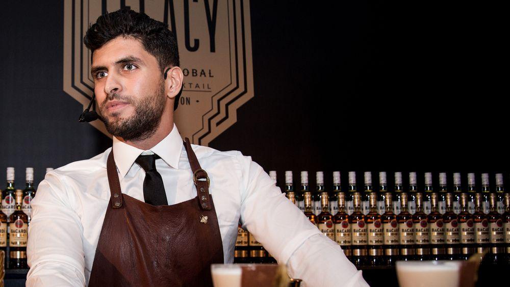Bartendermester gir overskudd fra drinksalget til flyktningbarn