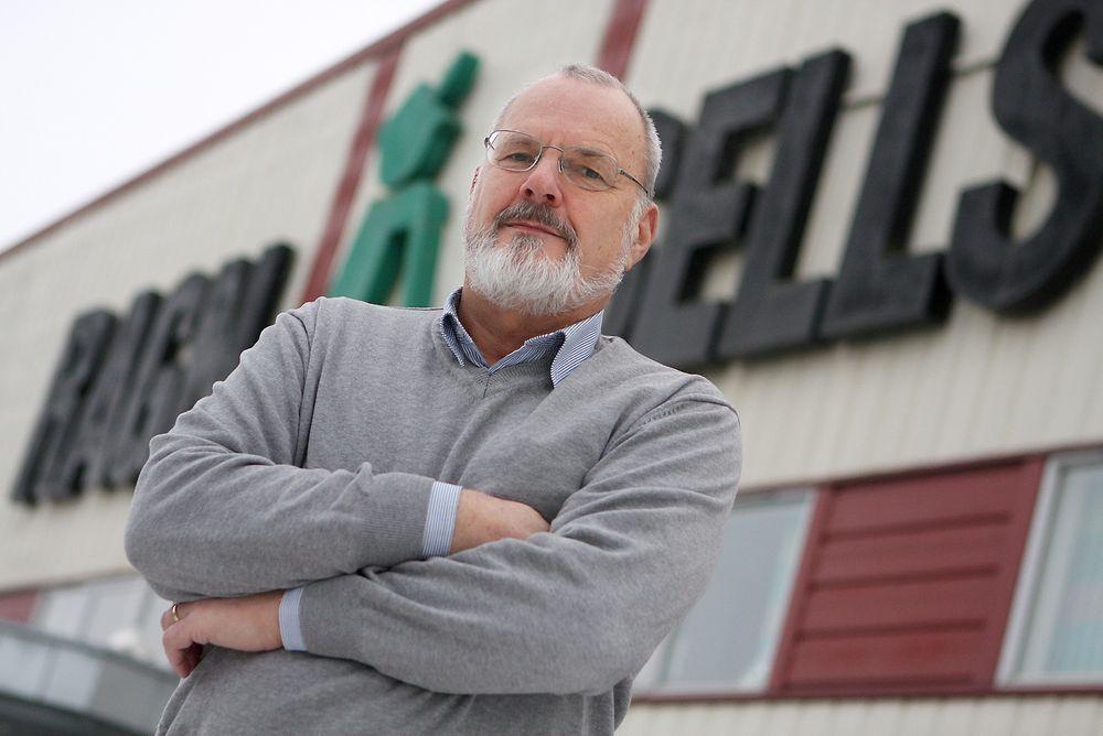 UENIG: Kjell Høilund i Ragn Sells sier de resirkulerer norske dekk på en god måte.