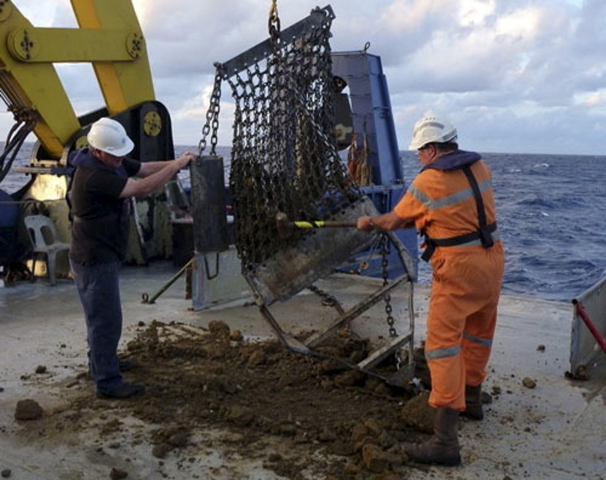 BEVIS: Steinprøver fra 1.500 meters dyp viser at bergartene opprinnelig stammer fra en øy og ikke havbunn.