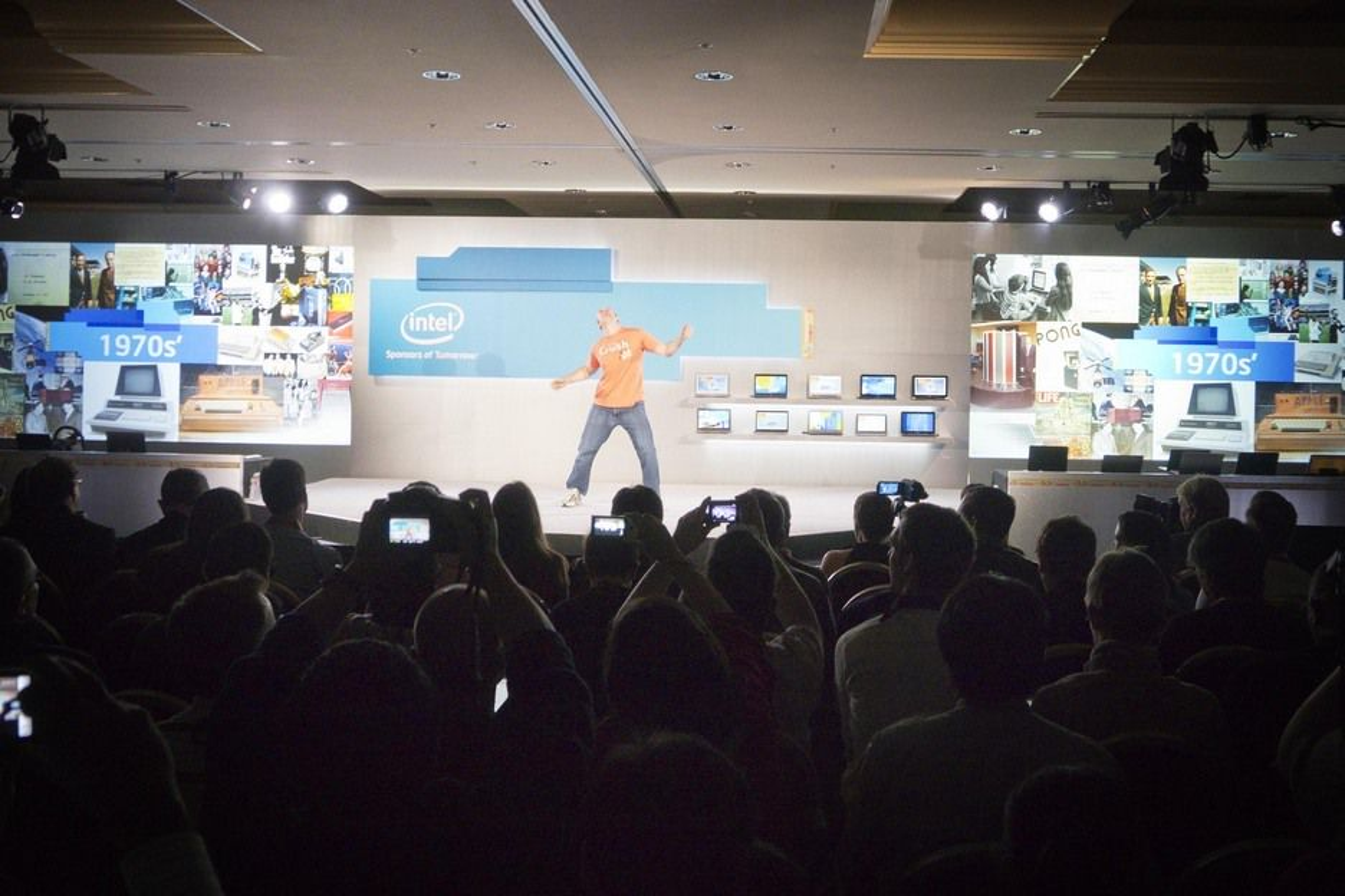ULTRABOOK ER COOL:For å understreke hvor kult det er med ultrabook åpnet Intel med en liten danseforestilling.
