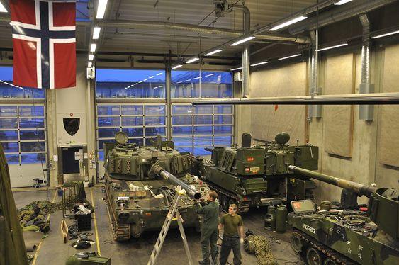 EVIGHETSPROSJEKT: Forsvarsbygg vet ikke hvor lenge byggearbeidene på Setermoen vil pågå. Her er en flerbrukshall.