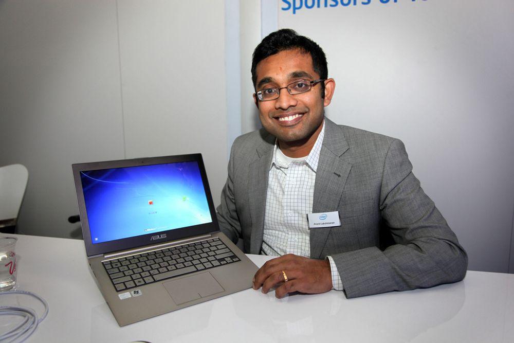 Intels Ultrabook marketing manager Anand Lakshmanan mener valget er det viktigste for både Intel og forbrukeren. Her med en Asus UX31.