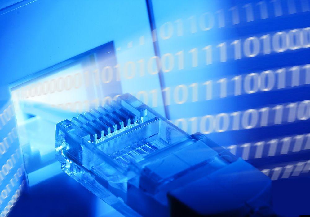 TAK: Regjeringen smykker seg med full bredbåndsdekning i privatmarkedet, men det inkluderer teknologier som gir mindre for pengene.