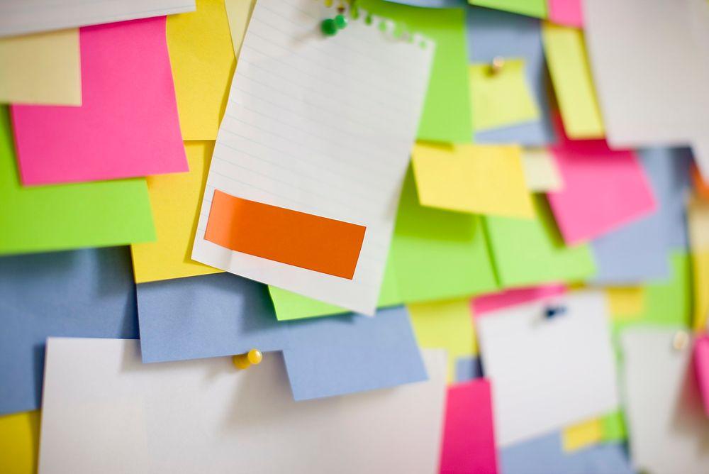 IKT I ENDRING: I dag fordeler man arbeidsoppgavene med post-it-lapper, heller enn å bruke kompliserte, digitale prosjektstyringsverktøy. Ideen om hva som er effektivt og verdifullt ikt-arbeid har endret seg.
