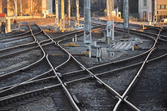 KAN SKADES: Jernbaneverket tror sporene får setningsskader dersom man skal slå ned 80 meter lange pæler under Oslo S.