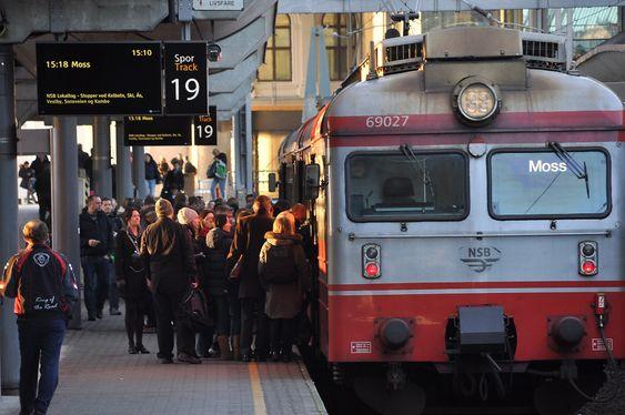 PENDLERE: Jernbaneverket mener det ikke er trafikkgrunnlag for å bygge bussterminal over buttsporet på Oslo S.