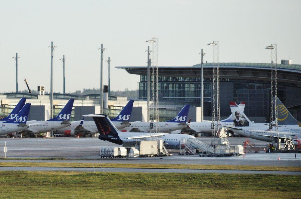 EKSTRA AVGIFT: SAS, Norwegian og de andre flyselskapene som opererer i Norge kan vente seg en endring av flyavgiftene.
