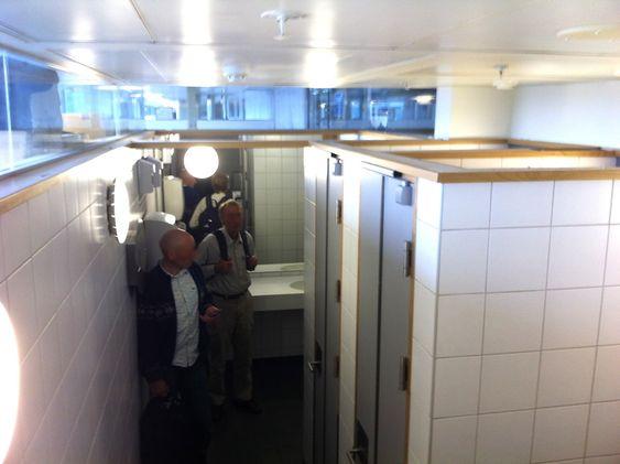 KUN TO BÅSER: Toalettkø på Gardermoen 22. juli kl. 16:24.