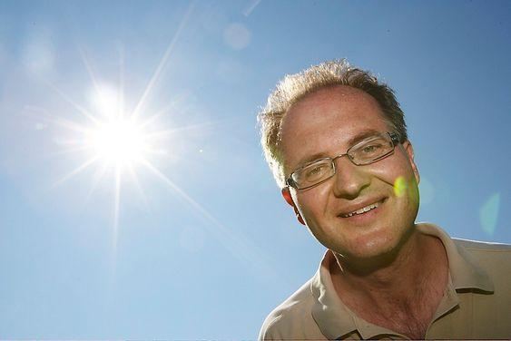 SER ETTER ACTION: Astrofysiker Knut Jørgen Røed Ødegaard.