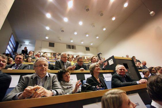 Det var et fullsatt auditorium på NTNU da statsministeren kåserte over forskning og tida etter oljen.