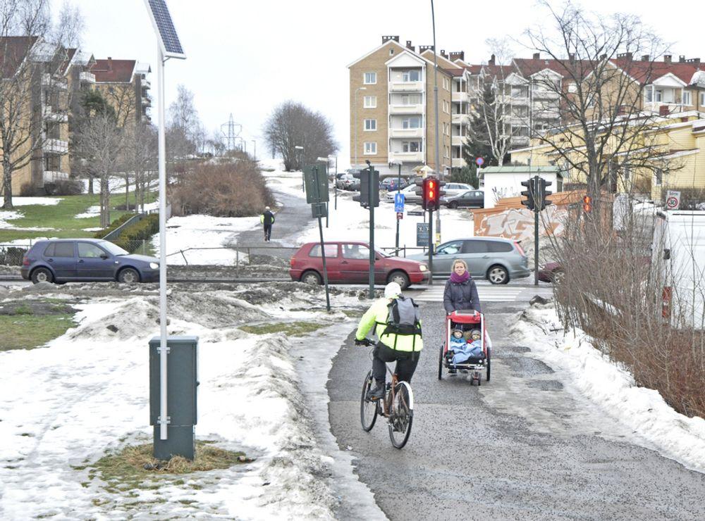 Brua skal gå til venstre for gangvegen. Hvis det ikke kommer en uventet klage, blir den bygd av Oslo Vei.