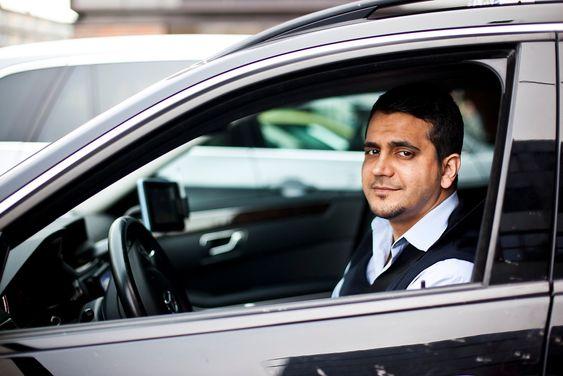 Byggingeniør og taxisjåfør, Mohammad Nawab. Journalist Maria Amelie