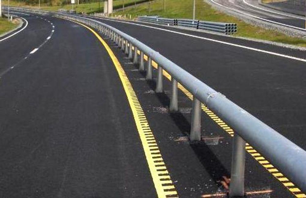 Midtrekkverk av denne typen, kjent som Monoline, vil bli satt opp på noen av de 8,4 kilometrene av E 6 i Nord-Trøndelag.
