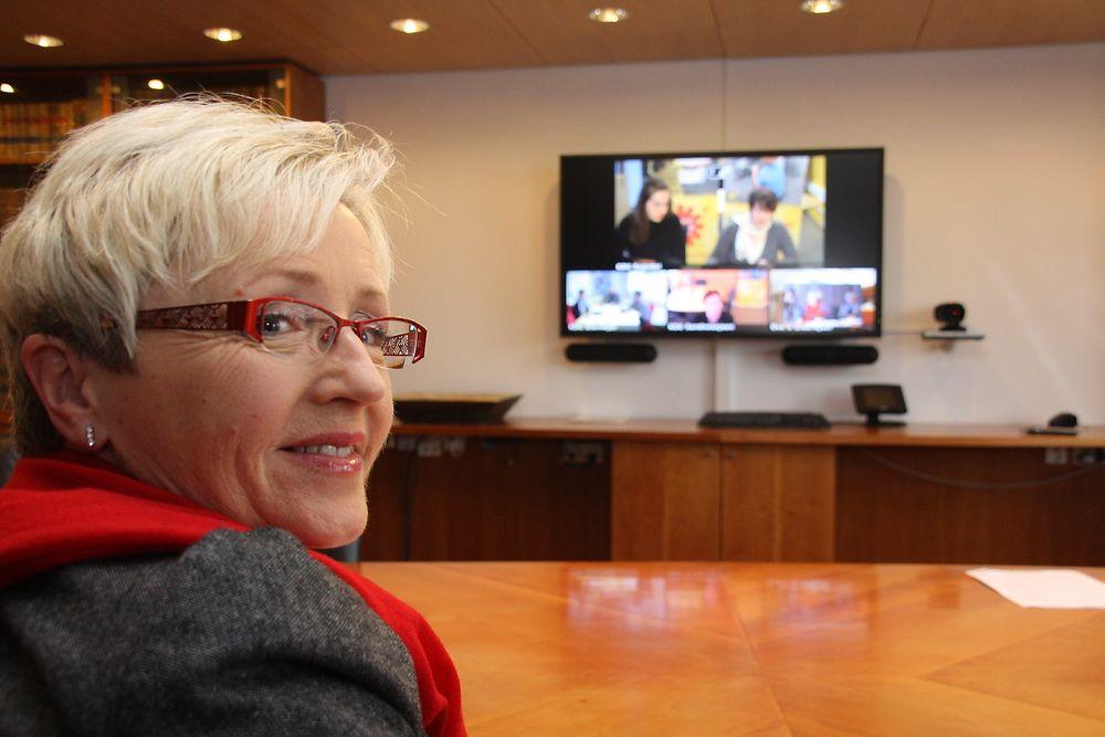 HAR EN PLAN: Kommunalminister Liv Signe Navarsete kan ikke løse trafikkproblemene mot Oslo, men har skissert en plan for økt omfang på videomøter nasjonalt.
