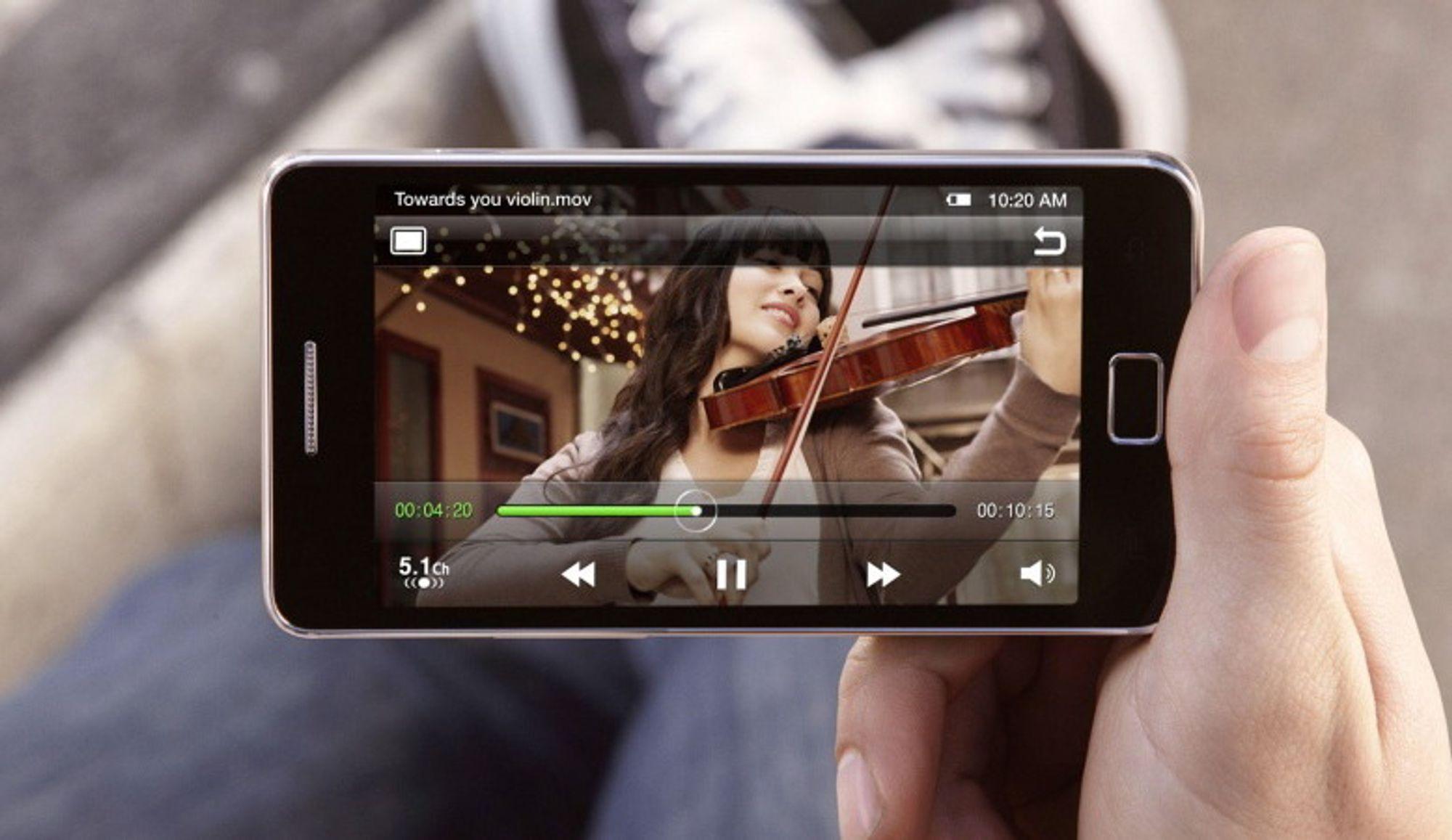 OVERTAR FOR KAMERAER: Mobilen har en fordel med enklere deling av bilder.