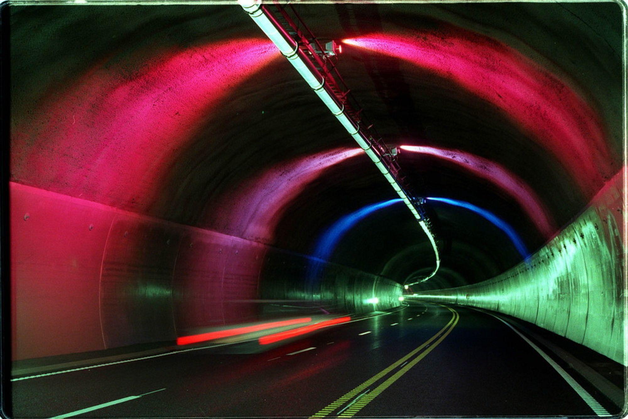 SE VIDEO I TUNNELEN: Med den nye norske løsningen unngår du at videoen faller ut hvis du mister signalet, for eksempel inne i en tunnel.